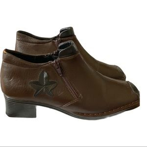 Traditions bootie. Side zippers brown and black 7
